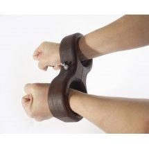 Деревянные наручники